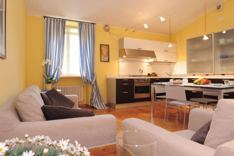 Cansignorio Apartrnent Living room with kitchen corner - Large Apartment  walking distance from centre - Lazise - rentals