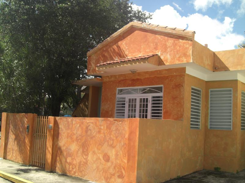 Beautiful Beach Villa 99 Steps to the sand - Affordable Beach Villa - 99 Steps to the beach - Isla Verde - rentals