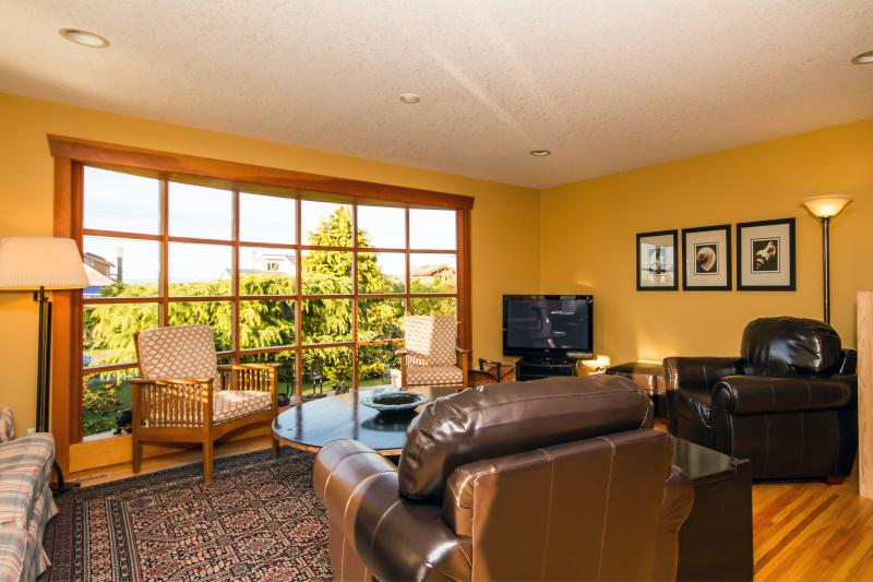 Your Family Escape Awaits - Young at Heart Cottage - Image 1 - Parksville - rentals