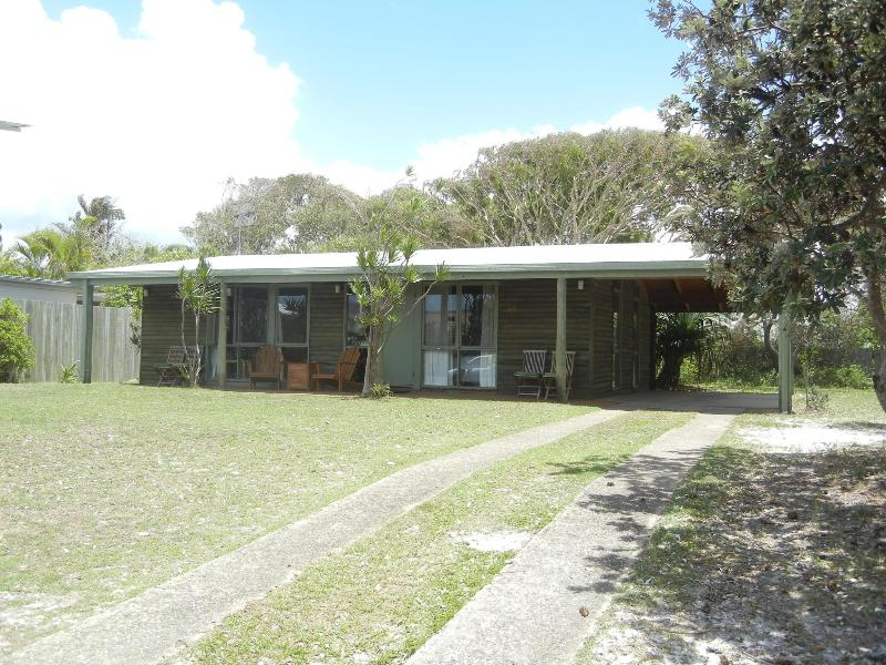 Cabin/House - Log cabin 200 metres to the beach. - Marcus Beach - rentals