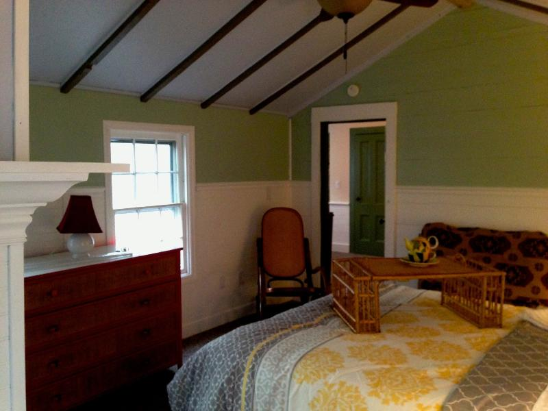 Upstairs One-Bedroom Apartment - Bay House C1860 two family - Greenport - rentals