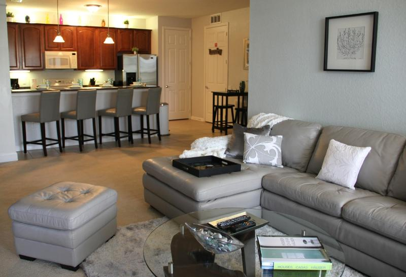 Spacious open plan living area - Vista Cay Gem. Sheer luxury at affordable prices. - Orlando - rentals