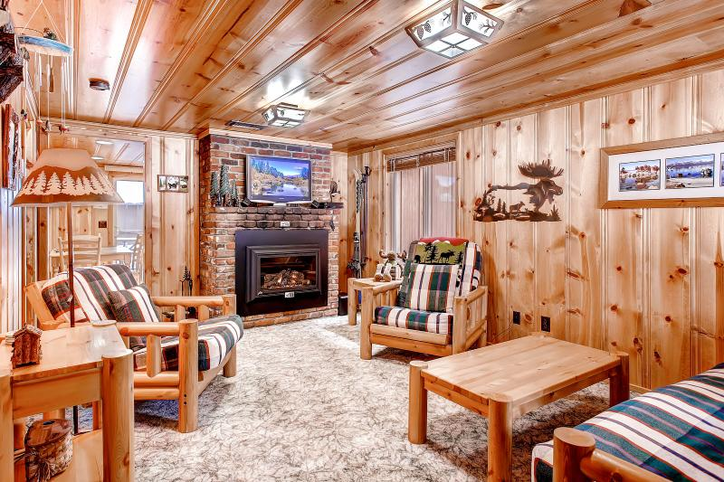 Cozy, Comfortable, Classic. This is the cutest little cabin in Tahoe - Cutest Cabin in Tahoe - Walk to Beach, Pool, Shops - South Lake Tahoe - rentals