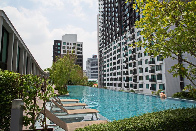 Hardly found in BKK. a salt water pool. 50 meters! - New 1BR MEGAfacilities by Thonglor (+Pool) - Bangkok - rentals