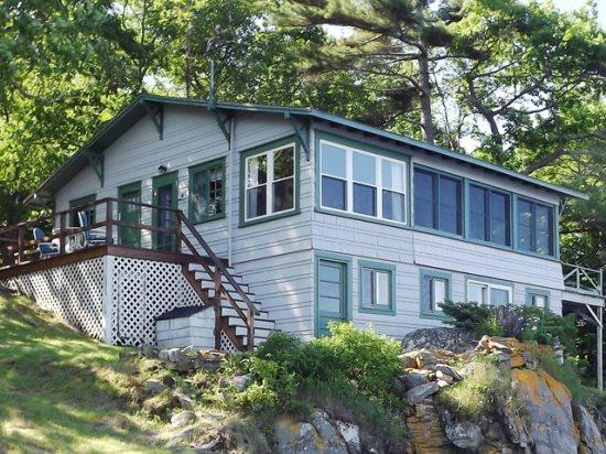 A cute little cottage called Quiet Spot - QUIET SPOT | EAST BOOTHBAY | VIEWS OF LINEKIN BAY & SPRUCE POINT | ALFRESCO DINING | FAMILY VACATION | OSPREY, EAGLES, EIDER DUCKS, SEALS - Boothbay - rentals