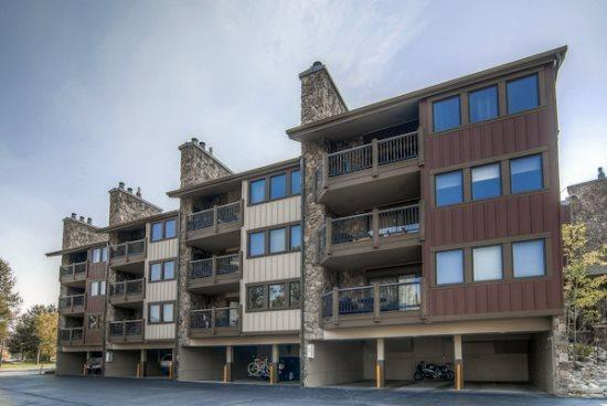 Park Place vacation condo offers ski-in ski-out access to Snowflake Ski Lif. - Park Place E103 - Frisco - rentals