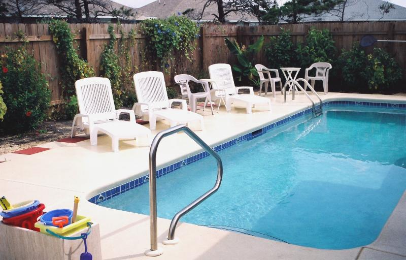 Private Swimming Pool w/ 6-foot Privacy Fence - Pelican's Elbow, 4BR, Pool, Pet Friendly, WiFi - Miramar Beach - rentals