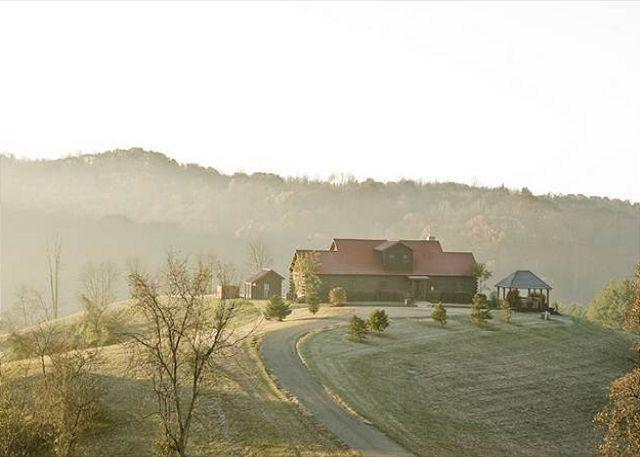 Large Hilltop Hocking Hills Lodge Rental - Image 1 - Logan - rentals