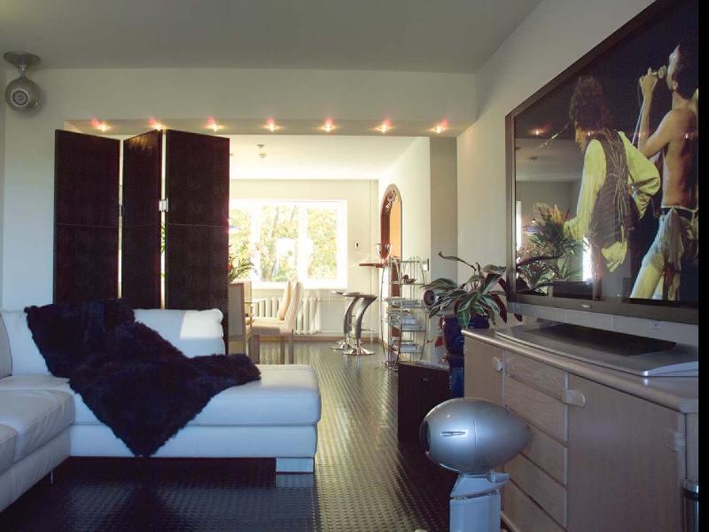 Home cinema with surround sound and Arcam sub woofer - LuxHighTech, 3 bedroom apartment, Liepaja, Latvia - Liepaja - rentals
