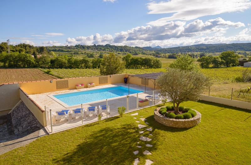 Le Clos des Pins- Beautiful, Scenic 4 Bedroom Villa, Vaison-la-Romaine - Image 1 - Vaison-la-Romaine - rentals