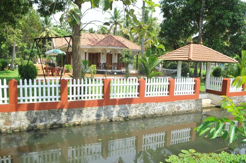 View from creek - Coconut creek kumarakom homestays & houseboats - Kumarakom - rentals