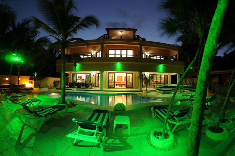 Beachfront Family Vacation -Rated Flipkey Top Rent - Image 1 - Soliman Bay - rentals