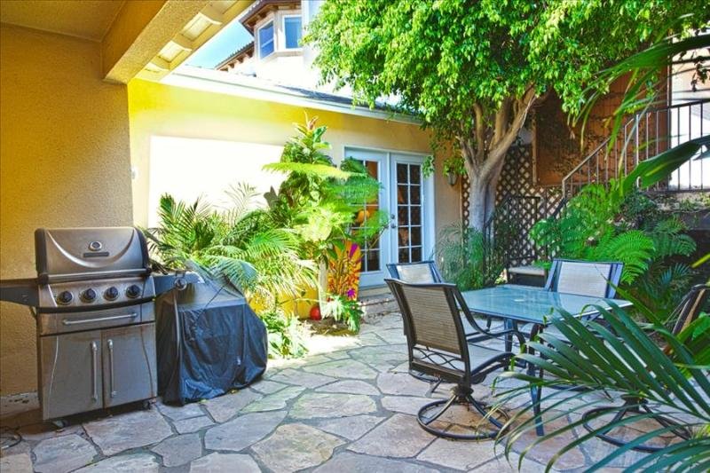 Awesome 3 Bed Gem - Standalone Home with Large Yard, perfect for large groups! - Image 1 - Redondo Beach - rentals
