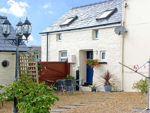 SUN RISE COTTAGE, pet friendly, character holiday cottage, with a garden in Saundersfoot, Ref 8327 - Image 1 - Saundersfoot - rentals