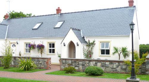 Child Friendly Holiday Cottage - 3 Tudor Lodge Cottages, Jameston - Image 1 - Jameston - rentals
