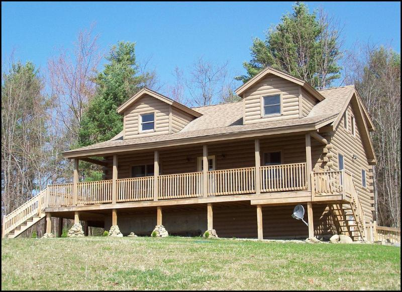 Home in Spring - Hilltop View Lodge! Lovely cabin in the White Mtns - North Haverhill - rentals
