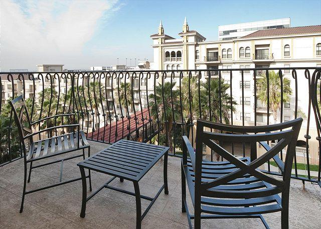 Balcony - Great location luxury 1 bedroom Downtown apartment - Los Angeles - rentals