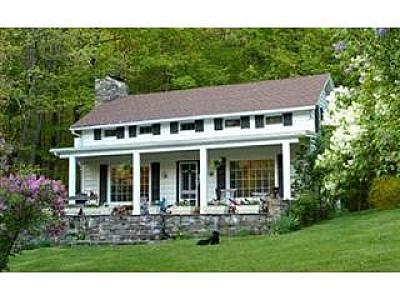 Front of house - Hudson Valley farmhouse - Hillsdale - rentals