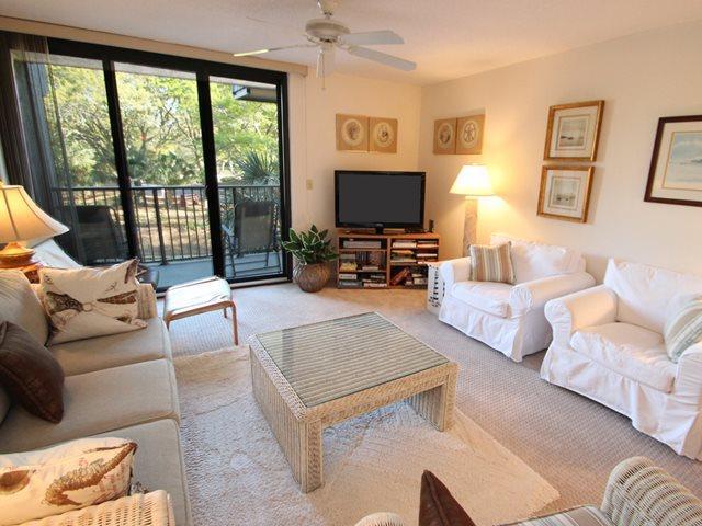 Living area 2 - Island Club, 107 - Hilton Head - rentals