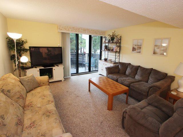 Living area 2 - Island Club, 106 - Hilton Head - rentals