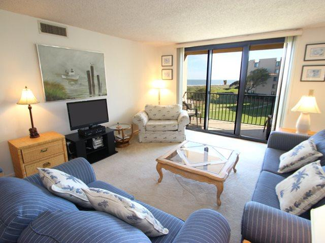 Living area 2 - Island Club, 3302 - Hilton Head - rentals