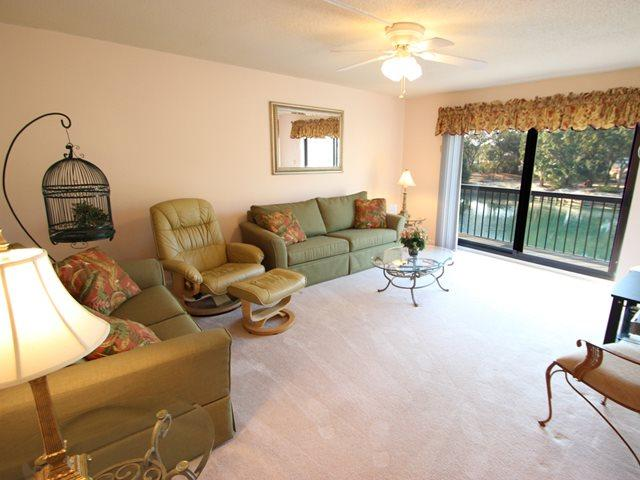 Living area - Island Club, 127 - Hilton Head - rentals