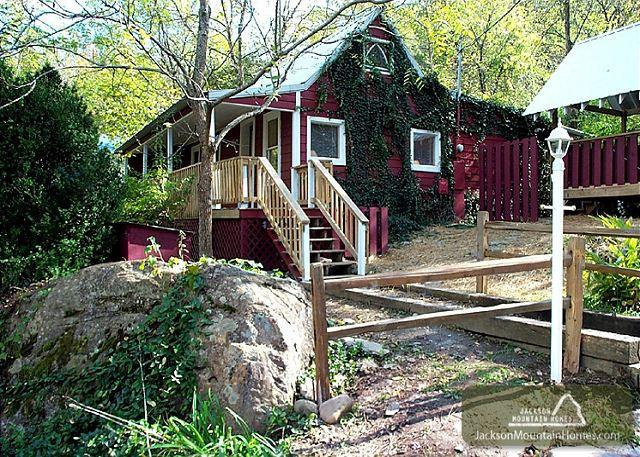 A Beautiful River  Waterfront Fisherman's Paradise Hot Tub Free Nights - Image 1 - Gatlinburg - rentals