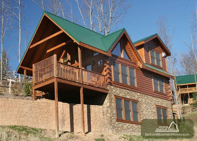 Above it All  Great Views  Hot Tub  Pool Access  Internet  Free Nights - Image 1 - Gatlinburg - rentals