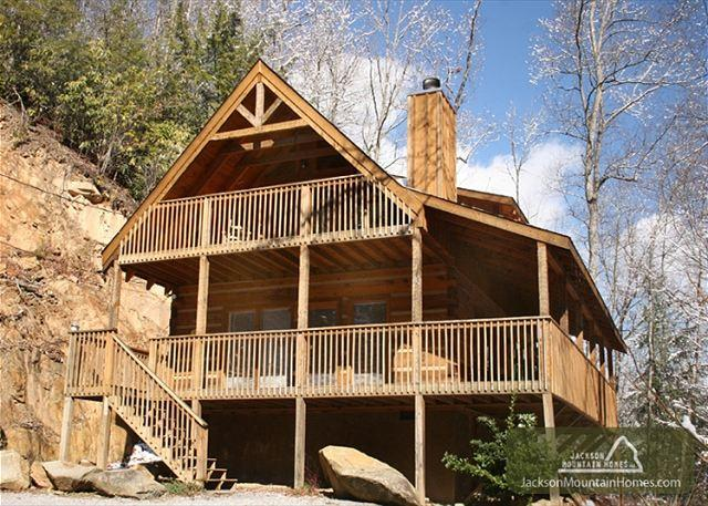 Lovers' Hideaway  Hot Tub Private Pool Table Jacuzzi WiFi  Free Nights - Image 1 - Gatlinburg - rentals