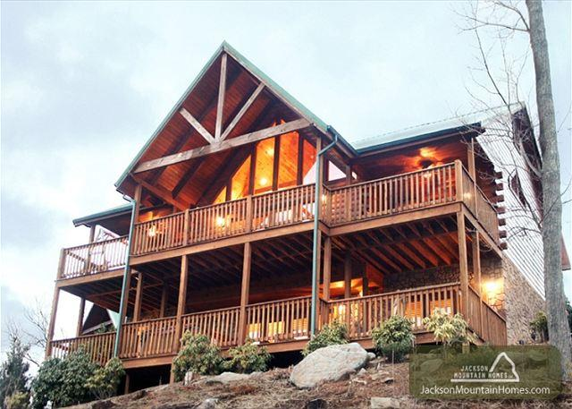 Majestic Point Lodge   Pool Access Jacuzzi Mtn Views WiFi  Free Nights - Image 1 - Gatlinburg - rentals