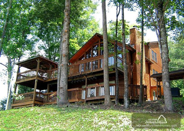 Smoky View Lodge  Close to Downtown Mtn View Hot Tub WiFi  Free Nights - Image 1 - Gatlinburg - rentals