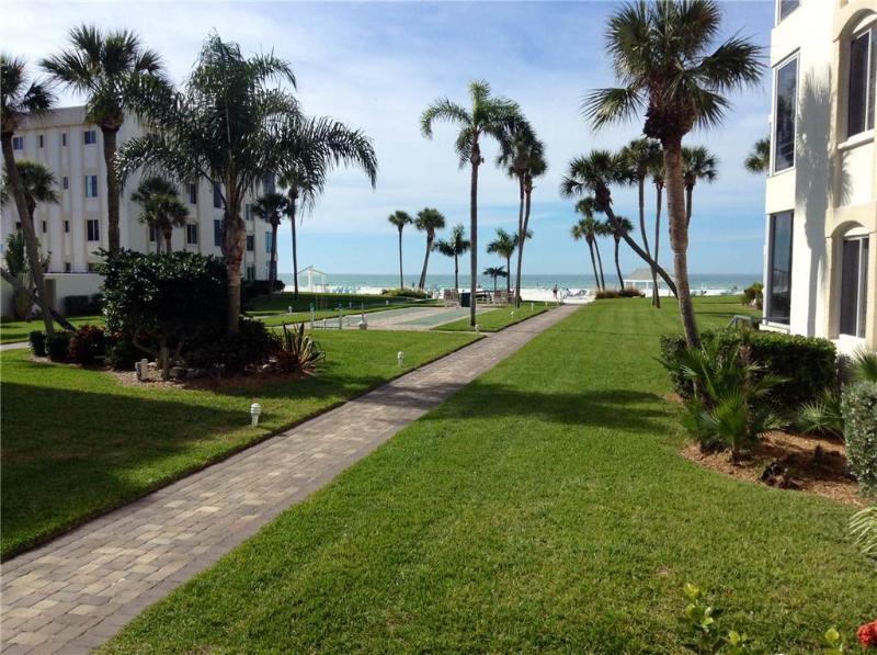 Spacious 2BR w/ beautiful VIEW Gulf -  10 North - Image 1 - Siesta Key - rentals