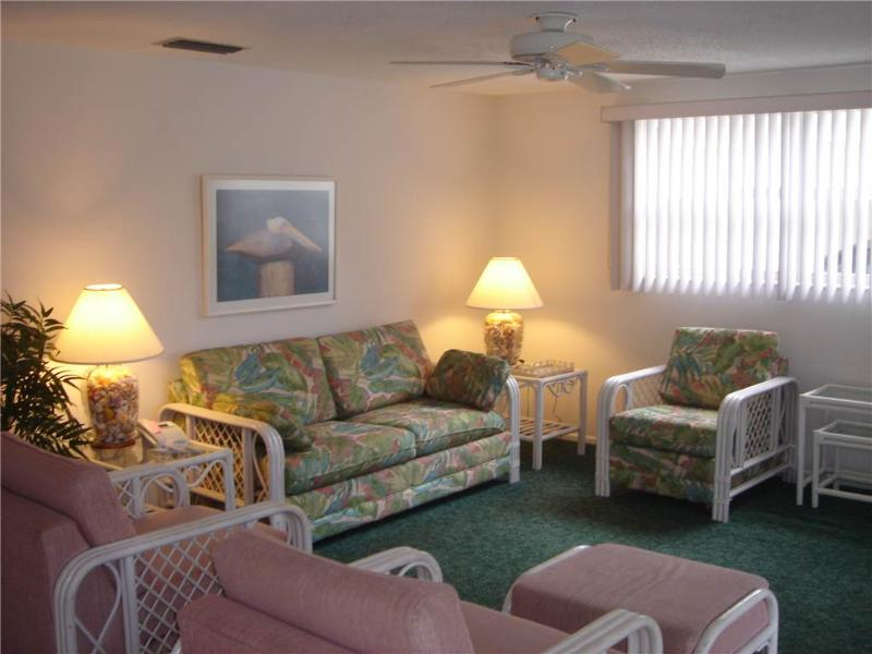 Spacious villa a stroll from Florida Gulf beaches - Villa 32 - Image 1 - Siesta Key - rentals