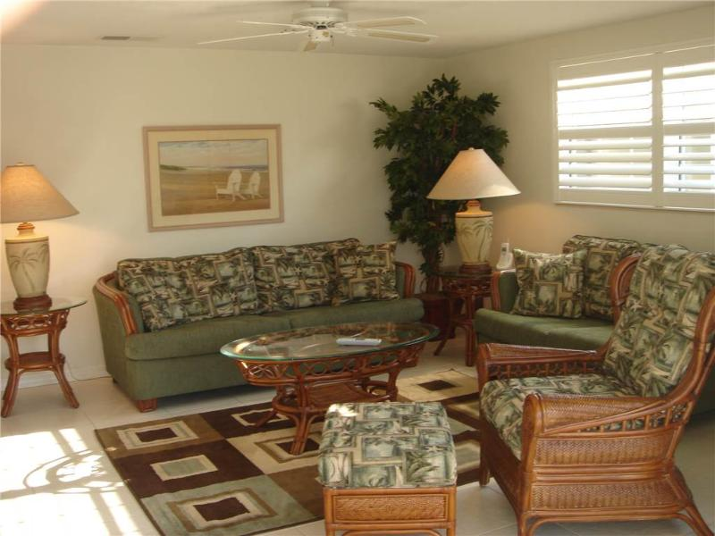 2BR villa close enough to soak your toes in the Gulf - Villa 36 - Image 1 - Siesta Key - rentals