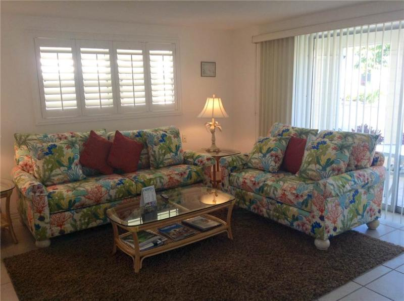 Walk from your villa to warm blue Gulf waters - Villa 9 - Image 1 - Siesta Key - rentals