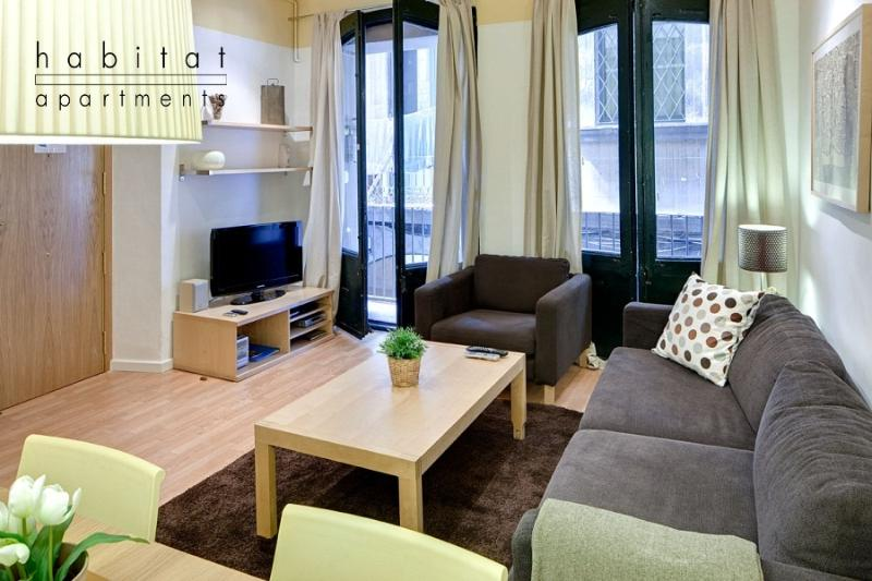 Born 1 apartment, 2 bedroom with patio in old town - Image 1 - Barcelona - rentals