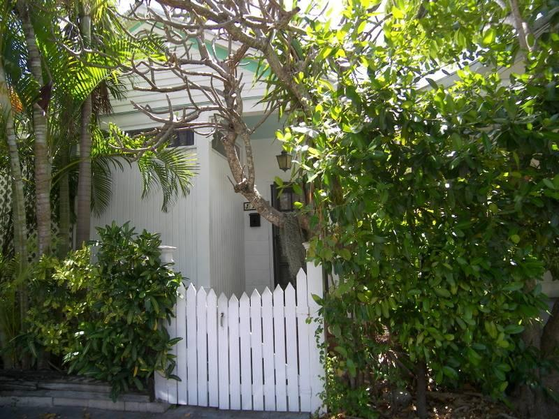 Varela Cottage - Image 1 - Key West - rentals