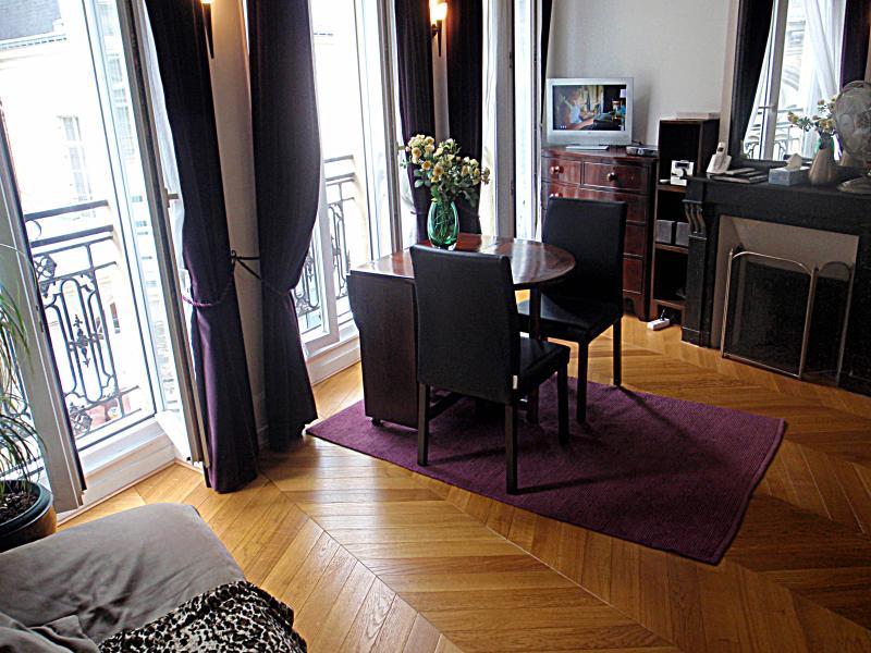 Beautiful Louvre Montorgueil Apartment for Rent in Paris - Image 1 - Paris - rentals