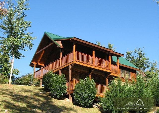Artistic Mountain  Hot Tub View Clubhouse Jetted Tub Pets  Free Nights - Image 1 - Gatlinburg - rentals