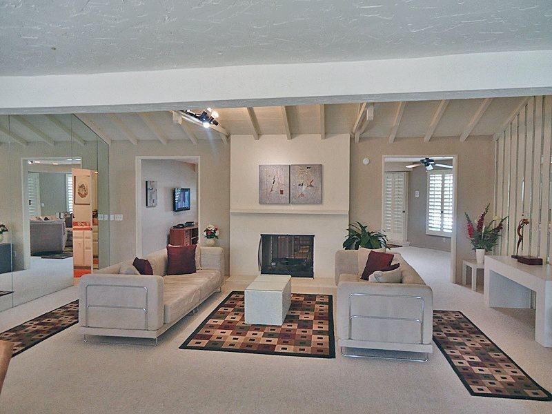 Living Room  Fireplace View - La Casa Contenta - Palm Springs - rentals