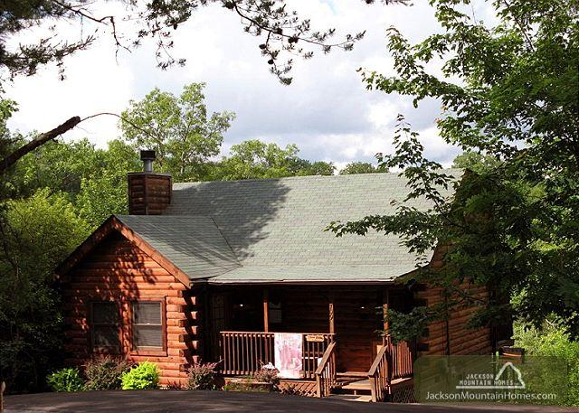 Three Bears Cabin   Views Gaming Hot Tub Jetted Tub WiFi   Free Nights - Image 1 - Gatlinburg - rentals