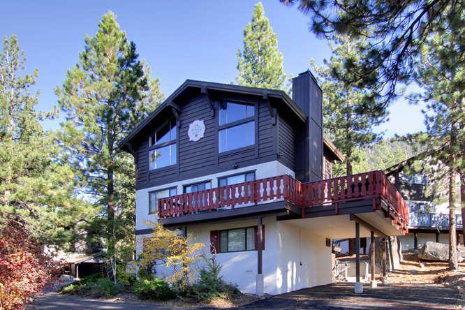Exterior Winter - Tahoe Tyrol Lodge - South Lake Tahoe - rentals