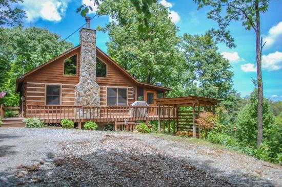BARE-N-THE-WOODS- 2BR/2.5 BA- TRUE LOG CABIN WITH AWESOME VIEWS OF LAKE BLUE RIDGE AND THE BLUE RIDGE MOUNTAINS, WiFi, GAS AND CHARCOAL GRILLS, HOT TUB, POOL TABLE, PING PONG, FOOSBALL, AND A SCREENED PORCH! ONLY $145 A NIGHT! - Image 1 - Blue Ridge - rentals