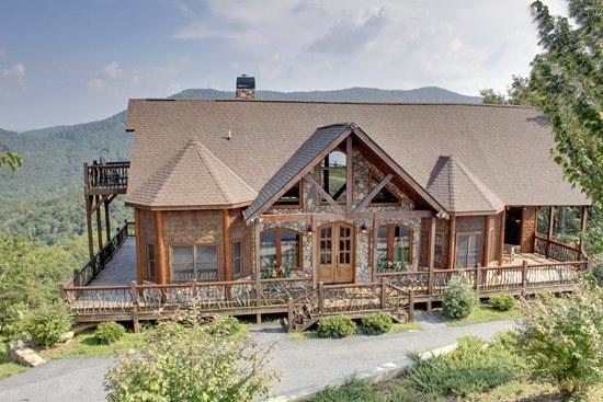 CAMELOT- 4BR/3.5BA- LUXURY CABIN SLEEPS 8, BREAKTAKING MOUNTAIN VIEW, HOT TUB, WIFI, GAS GRILL, POOL TABLE, PET FRIENDLY, INDOOR AND OUTDOOR FIREPLACES, WALKING DISTANCE TO THE LODGE, THE CREEKHOUSE, AND BEAR NECESSITIES! ONLY $250 A NIGHT! - Image 1 - Blue Ridge - rentals