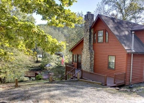 NANNY`S SHANTY-2BR/2BA- CHARMING CABIN ON THE TOCCOA RIVER, POOL TABLE, GAS LOG FIREPLACE, GAZEBO AT THE RIVER, FIRE PIT, GAS GRILL, WIFI, HOT TUB, GREAT FISHING AND TUBING, SLEEPS 8! ONLY $120/NIGHT! - Image 1 - Blue Ridge - rentals