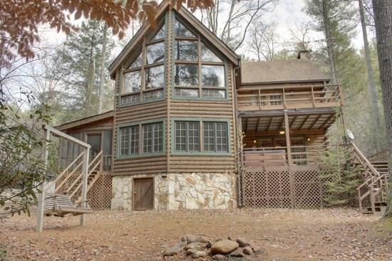 RUSTIC RIVER LODGE--3 BR/3 BA CABIN SITTING ON THE TOCCOA RIVER, SLEEPS 10, POOL TABLE, PING PONG TABLE, SAT TV, WOOD BURNING FIREPLACE, HOT TUB, CHARCOAL GRILL, SWING, FIRE PIT, $200/NIGHT! - Image 1 - Blue Ridge - rentals