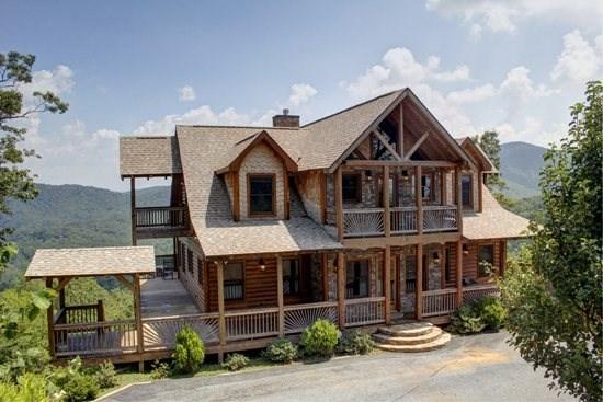 THE LODGE- 4BR/3.5BA, SLEEPS 8, BREATHTAKING MOUNTAIN VIEWS, WIFI, HOT TUB, GAS GRILL, PET FRIENDLY, INDOOR/OUTDOOR GAS LOG FIREPLACE, WET BAR, POOL TABLE, WALKING DISTANCE TO CAMELOT, THE CREEKHOUSE, AND BEAR NECESSITIES, $250/NIGHT - Image 1 - Blue Ridge - rentals
