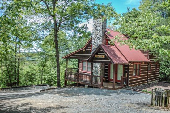 THE LONG VIEW- Secluded with BREATHTAKING Mountain Views, WiFi, air hockey, foosball, large private hot tub, wood burning fireplace, fire pit, screened porch off master bedroom, sleeps 6 only $127/Night! - Image 1 - Blue Ridge - rentals