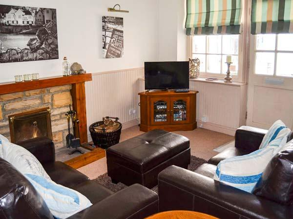 SAFE HARBOUR COTTAGE, patios with furniture, WiFi, beach 1 mins walk, Ref 905401 - Image 1 - Staithes - rentals