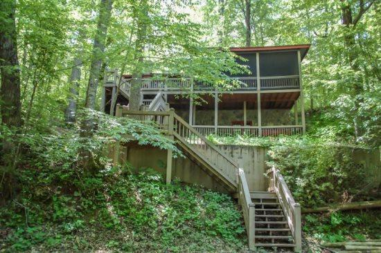 DEEPWATER LODGE- 4BR/2BA- CABIN ON LAKE BLUE RIDGE SLEEPS 8, PRIVATE DOCK, WOOD BURNING FIREPLACE, HOT TUB, POOL TABLE, AND A SCREENED PORCH! ONLY $185 A NIGHT! - Image 1 - Blue Ridge - rentals